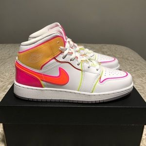 Air Jordan 1 Mid Edge Glow Size 6Y or 7.5 Women's